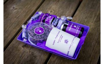 Violet savoury boxes