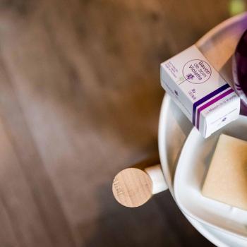 """On vous propose une large sélection de produits """"beauté et bain"""" dont ces doux savons en flacon ou en cube !  Toute la gamme bien-être est disponible sur notre boutique en ligne : https://www.lamaisondelaviolette.com/fr/15-beaute-linge-bain - #lamaisondelaviolette #savonartisanal #savon #baindedouche #bytoutlouse #artisanatfrancais #bytoulouse #mahautegaronne #occitanie #boudutoulouse #beauty #beauté #beautyaddict #produitdebeauté #savon"""